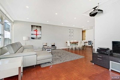 West New York Condo/Townhouse For Sale: 6050 Boulevard East #15g