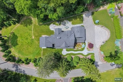 Upper Saddle River Single Family Home For Sale: 50 Riverview Terrace