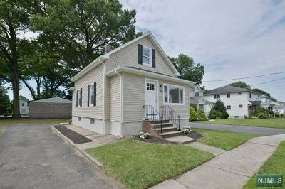 Hawthorne Single Family Home For Sale: 88 Parker Avenue