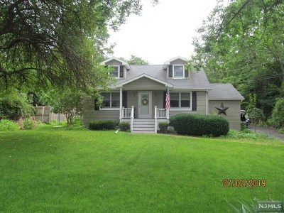 Washington Township Single Family Home For Sale: 339 Pleasant Grove Road