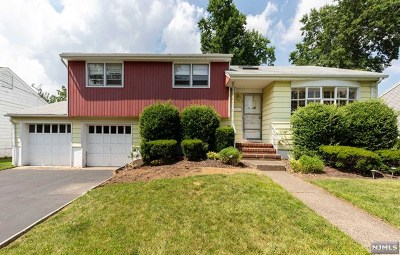 Dumont Single Family Home For Sale: 64 Essex Place