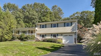 Oakland Single Family Home For Sale: 71 Spear Street
