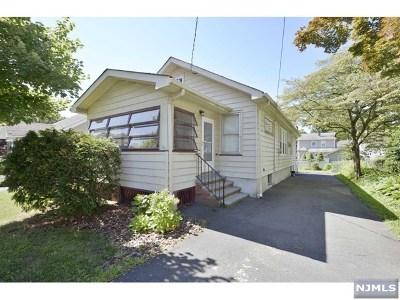 Hawthorne Single Family Home For Sale: 342 Warburton Avenue