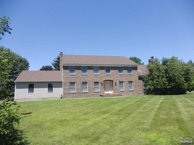 Mahwah Single Family Home For Sale: 16 Cortland Trail
