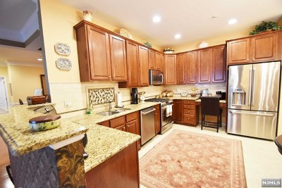 Wanaque Condo/Townhouse For Sale: 5121 Warrens Way