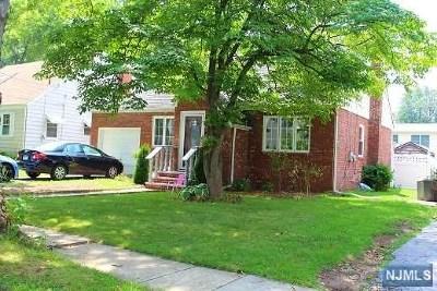 Teaneck Single Family Home For Sale: 46 Holland Terrace