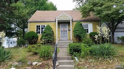 Bergenfield Single Family Home For Sale: 41 Pleasant Avenue