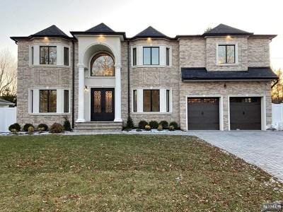 Paramus Single Family Home For Sale: 138 Birchwood Road