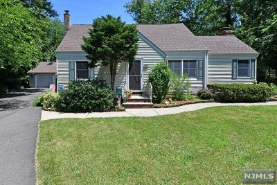 Ridgewood Single Family Home For Sale: 883 Shadowbrook Road