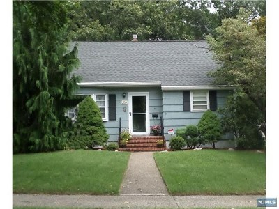Pompton Lakes Single Family Home For Sale: 67 Hunter Place