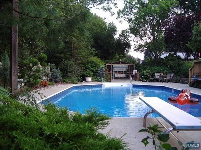 Woodcliff Lake Single Family Home For Sale: 28 Clairmont Drive