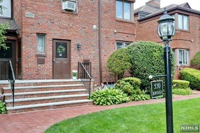 Englewood Condo/Townhouse For Sale: 530 Broad Avenue #17