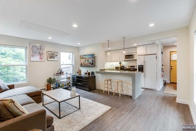 Edgewater Single Family Home For Sale: 55 Edgewater Place