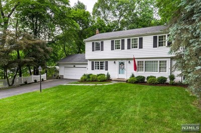 Pompton Lakes Single Family Home For Sale: 225 Bartholf Avenue