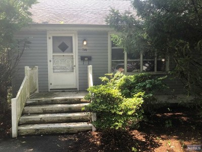 Paramus Single Family Home For Sale: 749 Highland Avenue