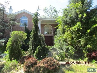 Englewood Cliffs Single Family Home For Sale: 2 Judith Drive