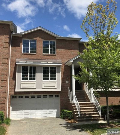 Upper Saddle River Condo/Townhouse For Sale: 17 Skymark Court