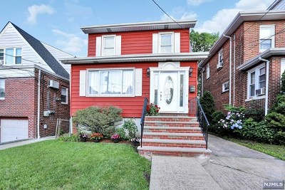 Cliffside Park Single Family Home For Sale: 712 Hillside Avenue