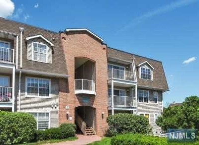 Edgewater Condo/Townhouse For Sale: 8 Garden Place #263