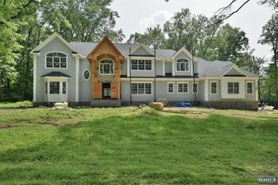 Upper Saddle River Single Family Home For Sale: 24 Robin Ridge Road
