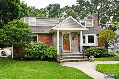 Ridgewood Single Family Home For Sale: 690 Spring Avenue