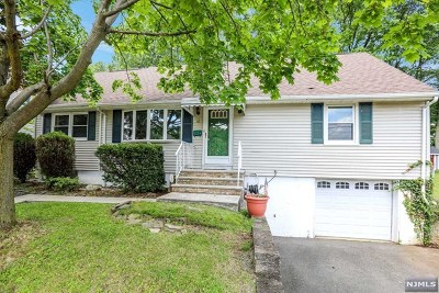 Totowa Single Family Home For Sale: 16 Sutton Avenue
