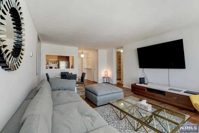 Fort Lee Condo/Townhouse For Sale: 2100 Linwood Avenue #20n