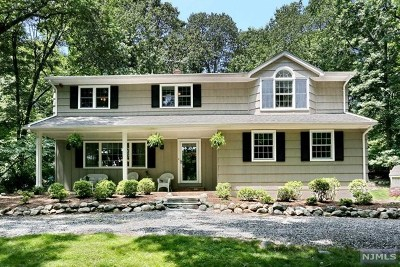 Mahwah Single Family Home For Sale: 14 Bedford Road