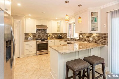 Saddle Brook Condo/Townhouse For Sale: 18 Sherry Lane