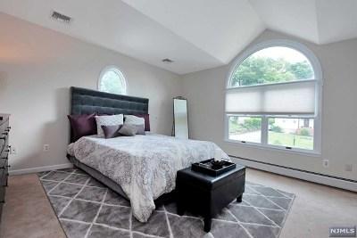 Oakland Single Family Home For Sale: 23 Manito Avenue