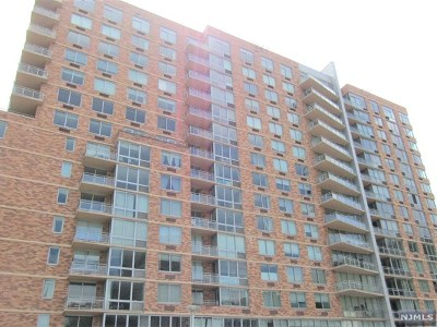 Edgewater Condo/Townhouse For Sale: 306 Hudson Park #306