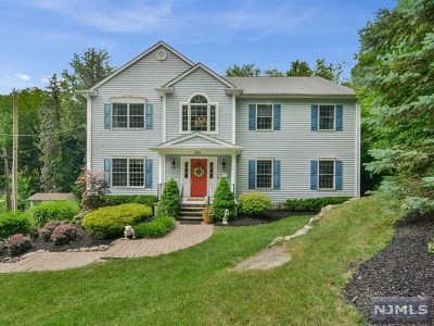 Mahwah Single Family Home For Sale: 159 Airmount Road