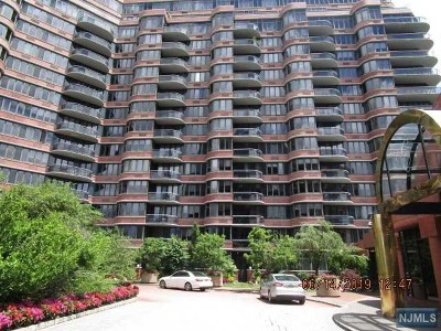 Cliffside Park Condo/Townhouse For Sale: 100 Winston Drive #Cs01f