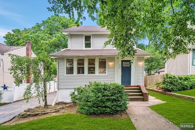 Teaneck Single Family Home For Sale: 539 Kenwood Place