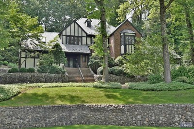 Upper Saddle River Single Family Home For Sale: 33 Aspen Way