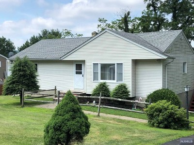 West Milford Single Family Home For Sale: 22 Hiawatha Pass
