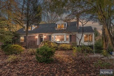 Montvale Single Family Home For Sale: 38 Highland Road