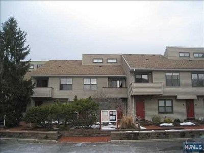 Little Ferry Condo/Townhouse For Sale: 77 Liberty Street #20