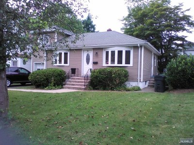 Bergenfield Single Family Home For Sale: 97 Hillside Avenue