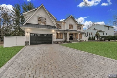 Paramus Single Family Home For Sale: 125 Morningside Road