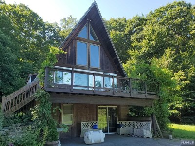 West Milford Single Family Home For Sale: 21 Dockerty Hollow Road