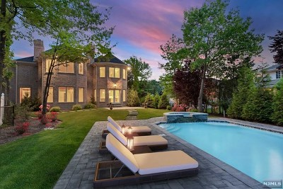 Englewood Cliffs Single Family Home For Sale: 2 Stephen Drive