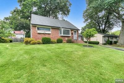 Waldwick Single Family Home For Sale: 64 Lindbergh Parkway