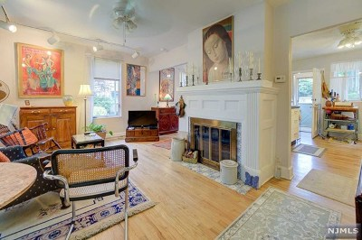 Englewood Single Family Home For Sale: 77 West Ivy Lane