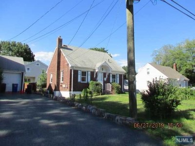 Dumont Single Family Home For Sale: 10 Sherwood Road