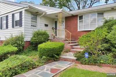 Essex County Single Family Home For Sale: 55 Woodmont Road