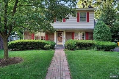 Teaneck Single Family Home For Sale: 1160 Emerson Avenue