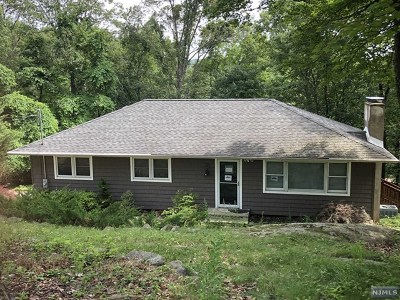 West Milford Single Family Home For Sale: 9 Pawnee Terrace
