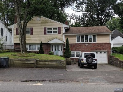 Bergenfield NJ Single Family Home For Sale: $360,000