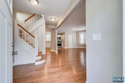 Essex County Single Family Home For Sale: 64 West End Avenue